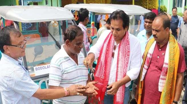 BTC transportdept distributes E-Rickshaw tobeneficiaries