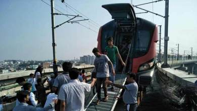 Lucknow Metro- 100 passengers trapped inside train for nearly 2 hrs