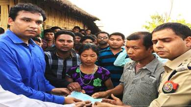 Photo of Assam: DC hands over cheque as ex-gratia to family members of raped and murdered victim