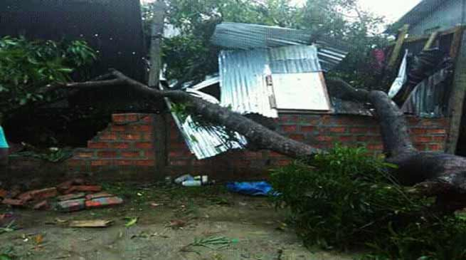Assam: Cyclonic storm lashes Hailakandi town and suburbs