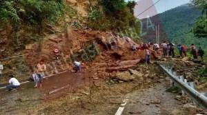 Assam: Massive land slide on Shillong-Silchar NH-44
