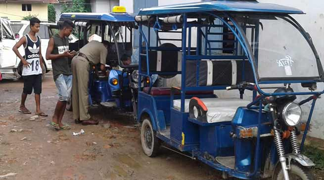 Assam: e-rickshaws restricted in Hailakandi town to ease flow of traffic