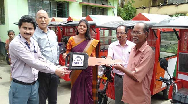 Assam: Amar Dukan on Wheels distributed in Hailakandi