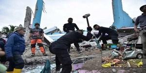 Indonesia earthquake kills 35, hundreds injured