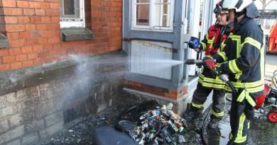 Göttinger Straße: Zimmerbrand entpuppt sich als brennende Mülltonne