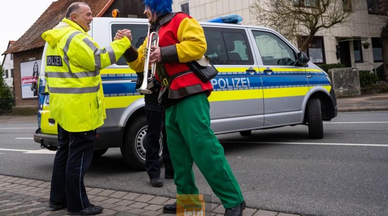 Karneval in der Region: Polizei zieht Bilanz, Wagenbauer müssen umplanen