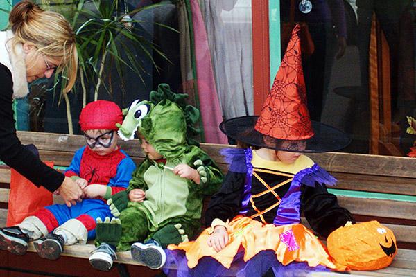 halloween_kids_giraffelaugh