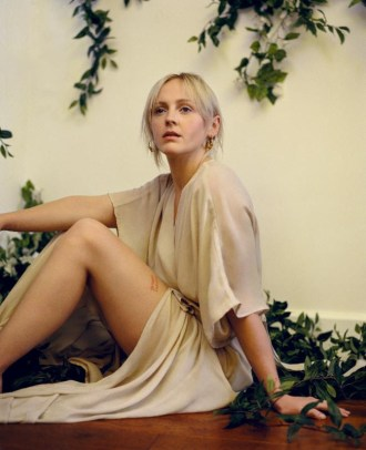 "Laura Marling announces new album 'Semper Femina', shares directorial debut on video for ""Soothing"""