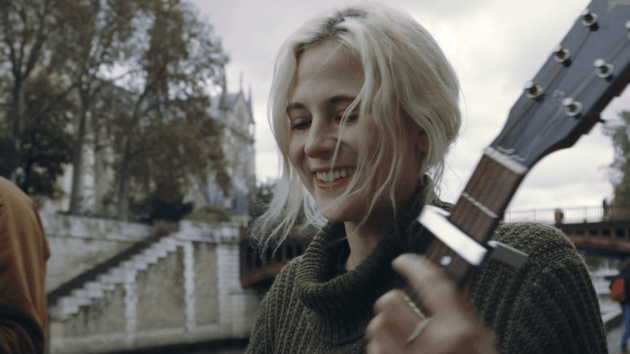 Montreal singer.songwriter Helena Deland rceently released her sessions for La Blogothèque. The original recordings are available via Luminelle.