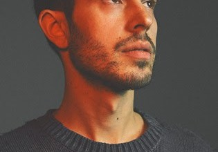 """Uk vocalist, songwriter and producer Khushi has released """"Freedom Falls,"""" his first new music in years. """"Freedom Falls"""" is the lead-single"""