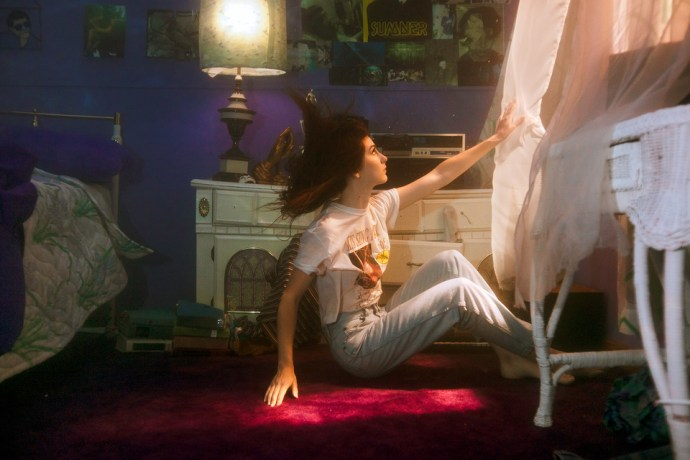 """Weyes Blood has shared a new single """"Something To Believe"""" off her forthcoming Sub Pop release Titanic Rising along with Front Row Seat to Earth's """"Be Free"""""""
