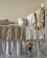 Shabby chic bedding - http://theapothacaryshop.blogspot.co.uk/