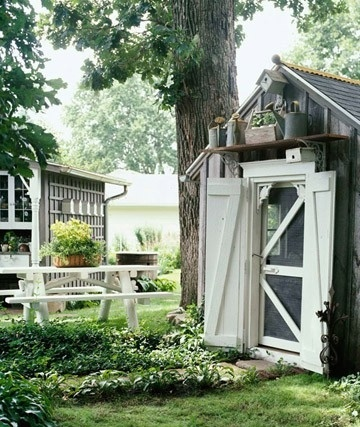 Quaint exterior - http://indulgy.com/post/ugXkJCBuM1/garden-shed-wscreen-door