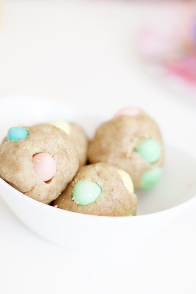 These easy no-bake cookie dough balls are filled with Cadbury Mini Eggs, a perfect Easter snack or dessert that's gluten-free and the batter is eggless and vegan. Only a few ingredients!   Snacks   Desserts   Easy recipes   Easter   Toddler Activities   No Bake   Sugar Cookies   Sugar Cookie Balls   Easter Eggs   Holiday Food   Special Occasion   Toddler Food   Baby Food   Kid-Friendly   Kid Friendly   Kids   Children   Activities   Edible Dough   Pastel colours   Chocolate  