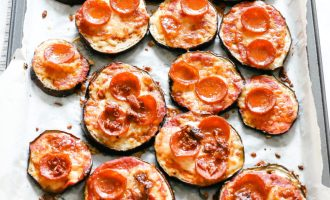 Quick and easy to make, with all the macronutrients to keep your blood sugar low and help you lose weight. Enjoy your favourite food and stay healthy! Fat Burn | Eggplant Pizza | Pepperoni Pizza | Low Carb | Keto | Gluten-Free | Mini Pizzas | Quick | Easy | Dinner Recipes | Keto Dinners | Vegetable Pizza | Veggies | Canadian Pizza | Ketogenic | 30 Minute Dinner |