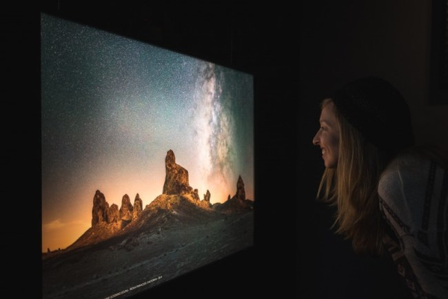 Diana Southern viewing Ian Norman's Milky Way photography exhibit at Dolcenero Gallery, Mexico City