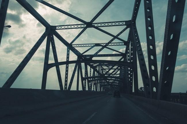 bridge at Missouri border over Mississippi River