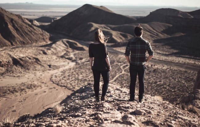 stunning travel portraits: couple's landscape lookout