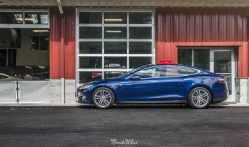 NorthWest-Auto-Salon-YIR-2015-Tesla-Model-S-new-blue