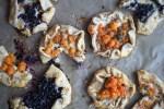 Savory Berry Tartlets (Velsmakende Baerpai)