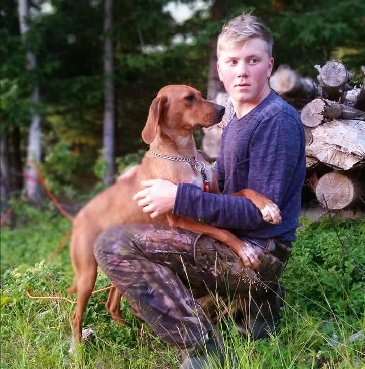 Ungdomsjegeren Emil med sin hund Becket