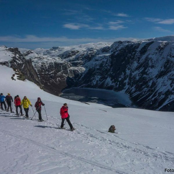 Walking to Trolltunga on snowshoes