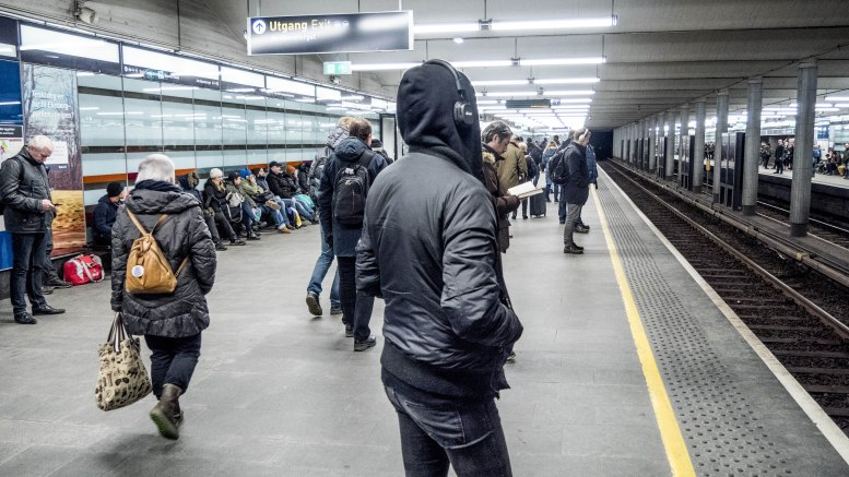 Passengers waiting for the subway at Jernbanetorget.