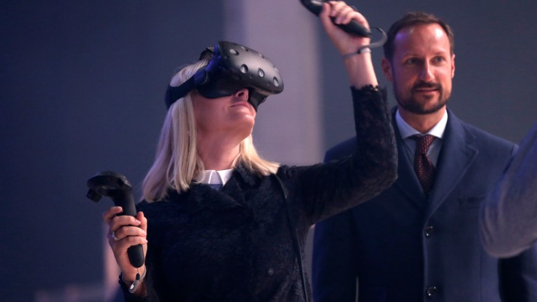Crown Prince Haakon, Crown Princess Mette-Marit, is under the Oslo Innovation Week (OIW) where they tried VR glasses.