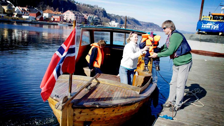 The family Thomassen Groseth takes Easter trip in the boat this Easter