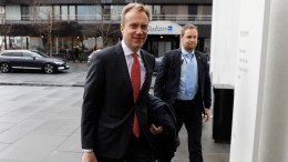 Minister of Foreign Affairs, Børge Brende (Conservatives) Buddha