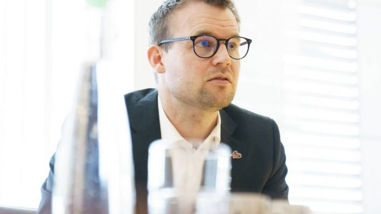 Kjell ingolf ropstad nació en arendal en 1985, sus padres son la profesora gunda wiberg y bjørn alfred ropstad, quien fue alcalde. Outgoing Minister Ropstad In Trouble For Not Paying Taxes Norway Today