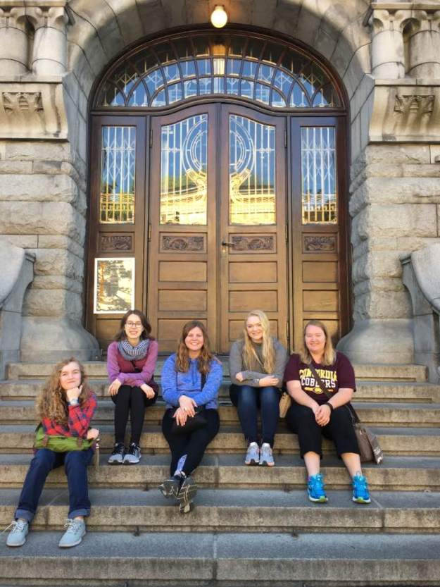 32ebb97e In front of the National Gallery: Aubrie Goldberg, Alexis Anderson, Rachel  Johnson, Alli Pahl, and Kristina Brunson