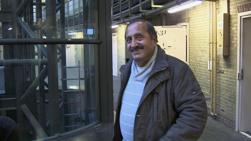 Rafiq in the Haarlem prison building, photo: NOS