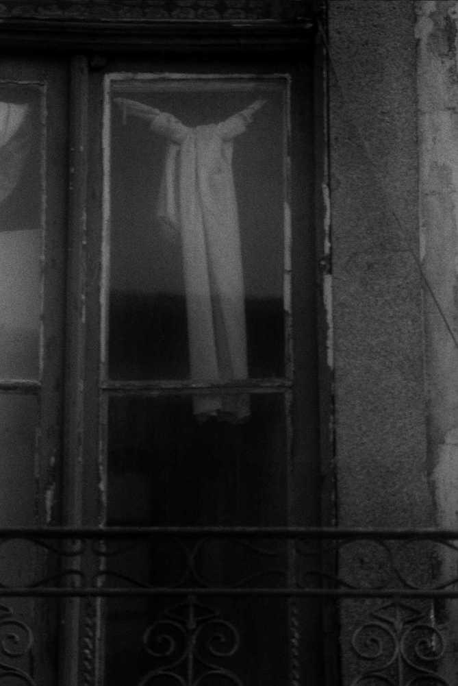 9. ¿Qué eran, las vestimentas de un ángel pobre puestas a secar?