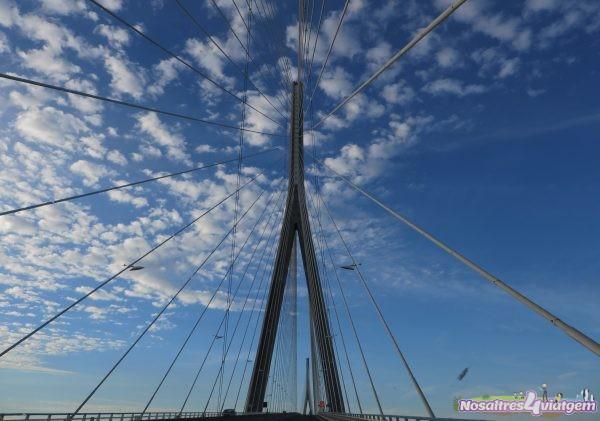 Entrada al Puente de Normandía desde el sur (Honfleur, Francia 2016)