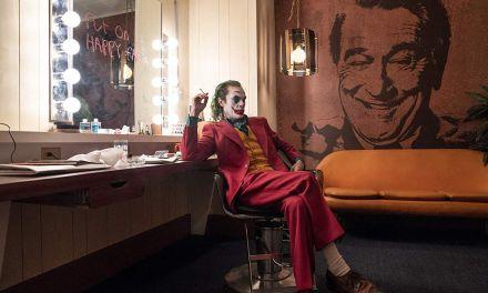 """Joaquin Phoenix faz declaração sobre seu papel de Coringa """"me senti bastante humilhado"""""""