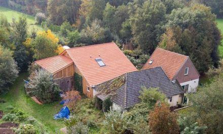 Família passou 9 anos isolada em um fazenda holandesa esperando o fim do mundo