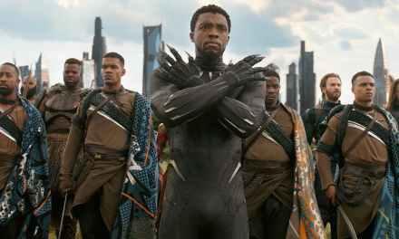 Chadwick Boseman, ator de Pantera Negra, diz estar cansado de gesto que consagrou o personagem