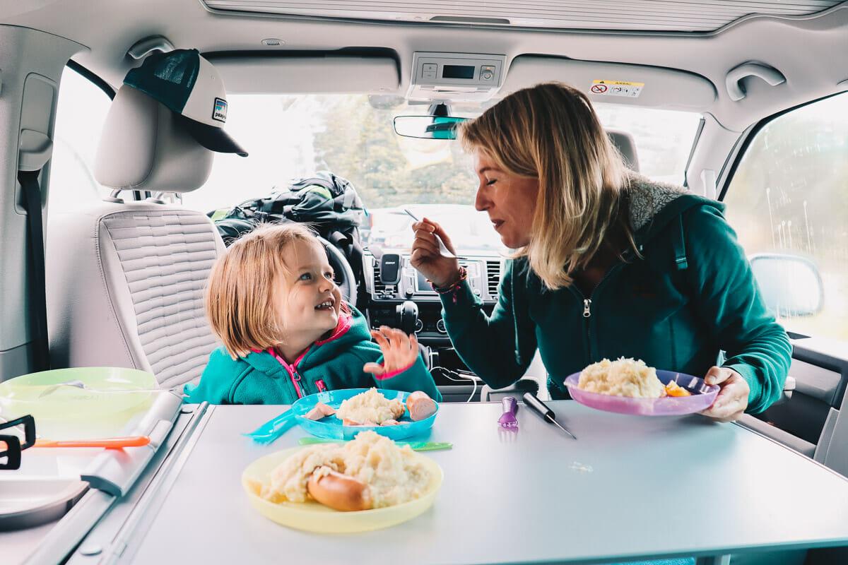 repas dans le van t6