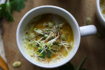 a mug of curried cauliflower pumpkin soup