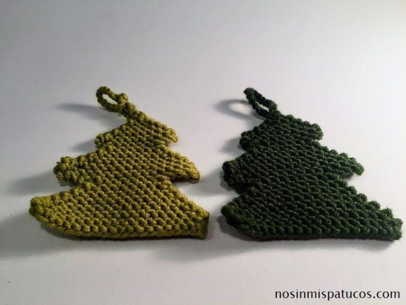 árboles de navidad de diferentes colores.