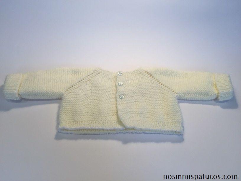 Chaqueta bebe tejida a mano.