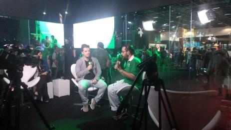 Nelsão (Inside Xbox) entrevistando Marcelo Tavares (idealizador da BGS)