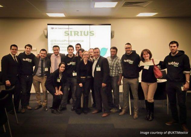Wibbu con la directora del programa Sirius y UKTI Mexico