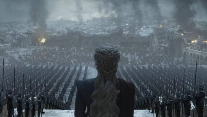 Game of Thrones es una de las series más exitosas y populares en la historia de la televisión. A pesar de contar con opiniones divididas debido a su final, ha logrado conseguir y mantener una comunidad bastante noble y fiel. Es por ello, que hoy en día se ha anunciado la posibilidad de tener nuevos spin off y personajes vinculados directamente a la saga.