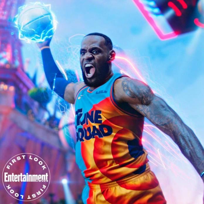 LeBron James es uno de los jugadores de Basketball más importantes de la historia. Hoy se une al Tunes Squad para seguir haciendo historia en su carrera.