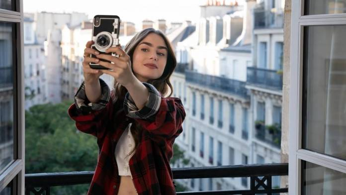 Emily In Paris: La polémica serie de Netflix comienza la producción de su 2da temporada 2
