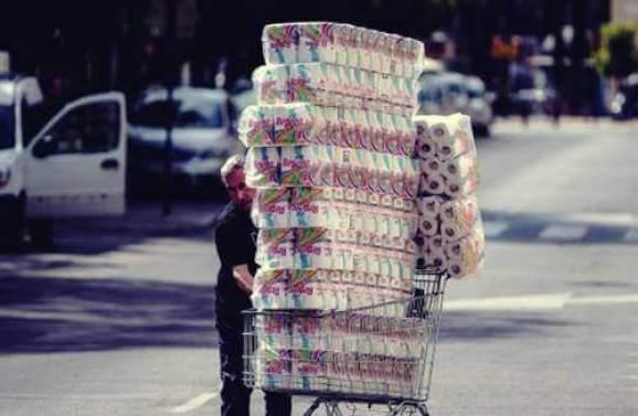Coronavirus : pourquoi les gens achètent-ils du papier toilette ...