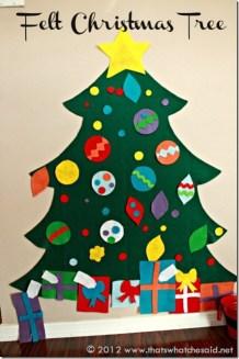 Outra boa ideia, é fazer uma árvore de feltro, com as decorações presas com velcro. As crianças podem ajudar a criar as decorações e a diagramá-las na árvore. Fonte: http://www.thatswhatchesaid.net/2012/felt-christmas-tree/