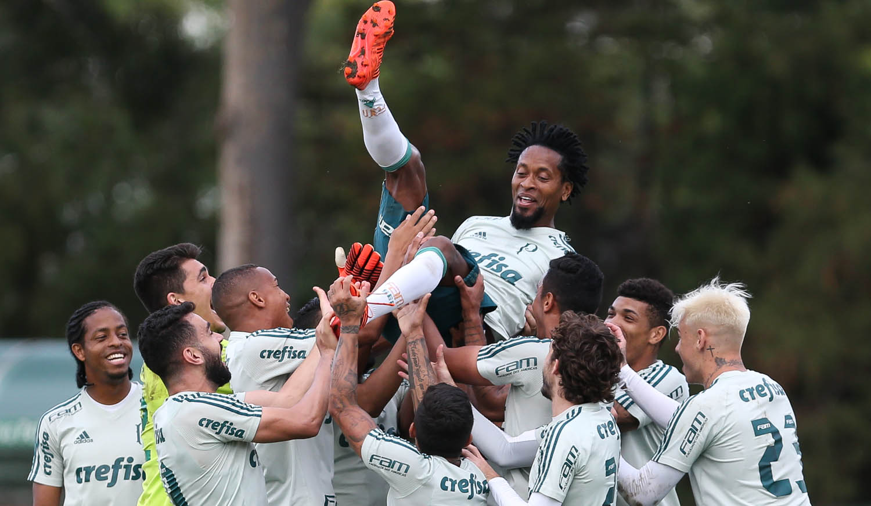 Palmeiras vê adeus de Zé Roberto e testa invencibilidade de Jailson